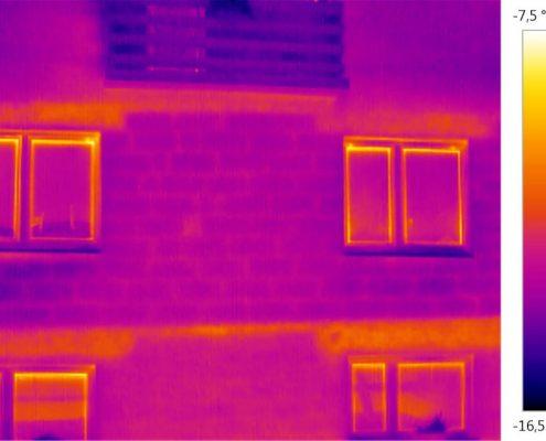 01_Termovízna-fotografia-nezatepleného-domu-1030x630
